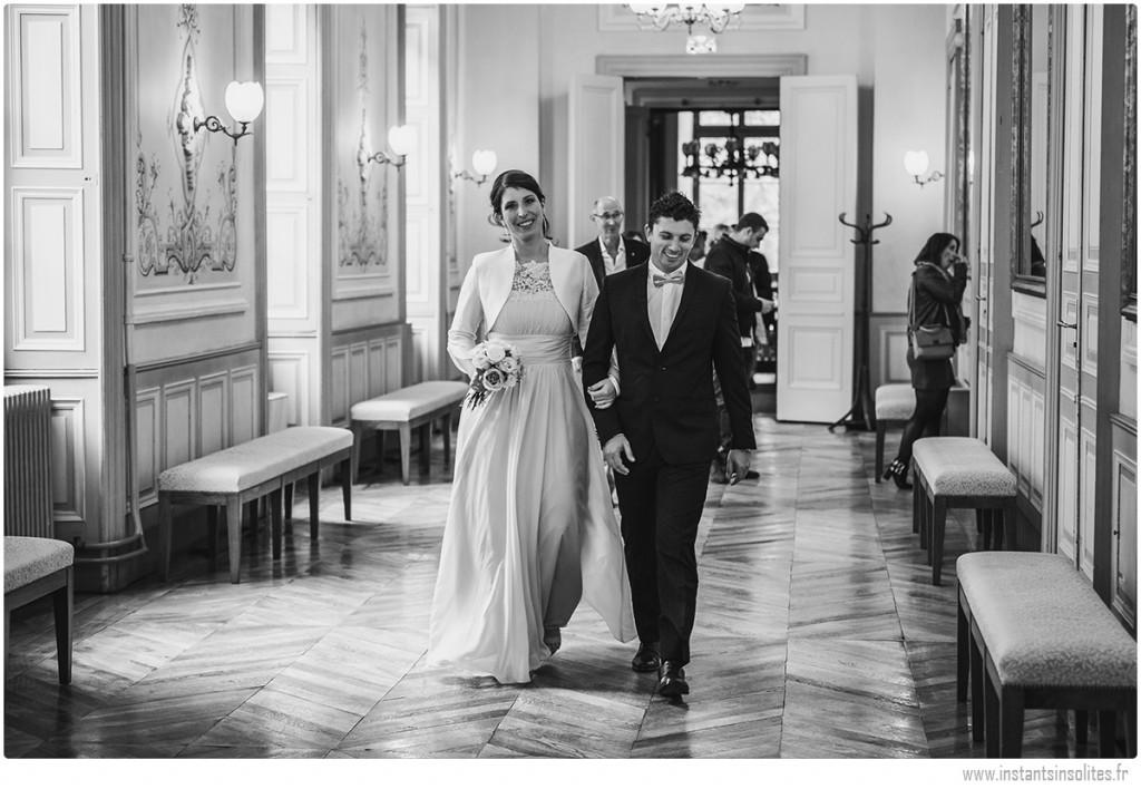 Mariés arrivant dans la salle de cérémonie de la mairie d'Annecy