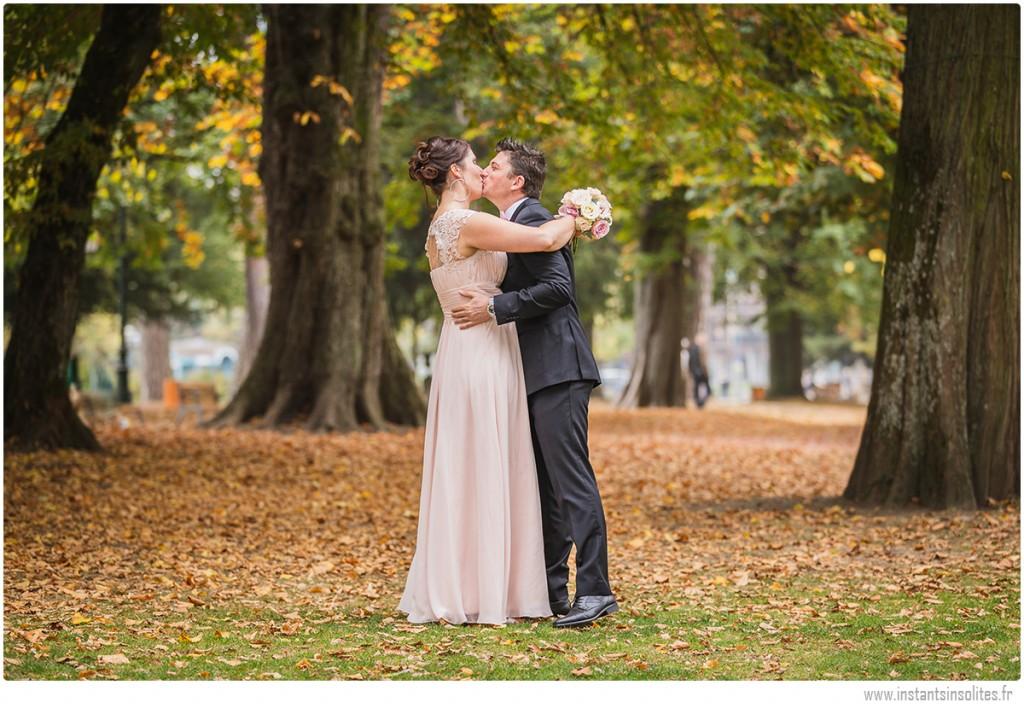 Couple de mariés à la mairie d'Annecy
